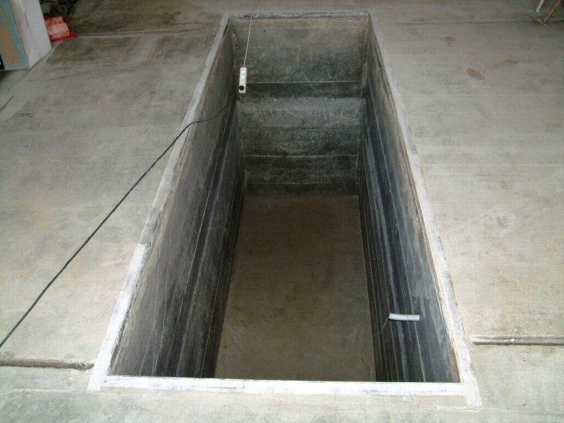 Смотровая яма в гараже из бетона