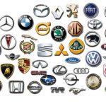 Различные марки автомобилей со значками и названиями