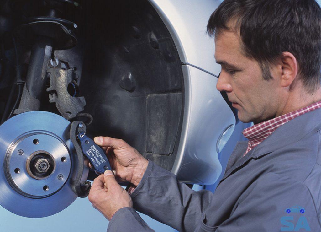 Дисковой тормоз и механик