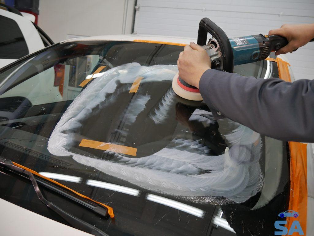 Полировка стекол на автомобиле